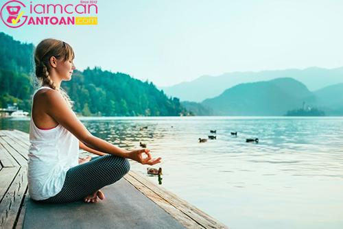 Yoga được nhiều chị em áp dụng giảm cân mùa dịch