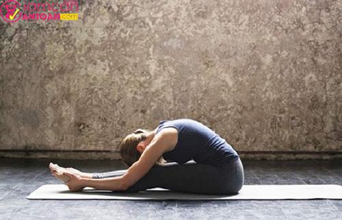 Với tư thế này sẽ giúp người tập giảm mỡ ở vùng lưng, đem đến sự dẻo dai cho cơ thể.