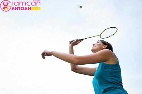 Cầu lông cũng được xếp vào top những môn thể thao giảm cân toàn diện
