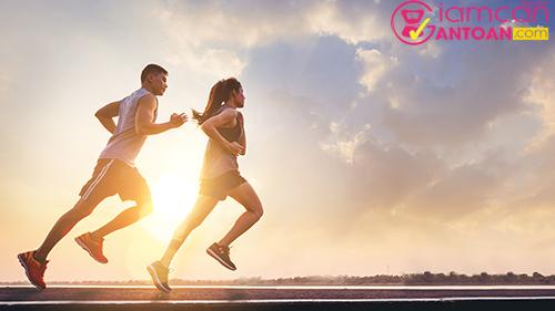 Chúng ta phải giảm 500 calo mỗi ngày thông qua chế độ ăn và tập luyện