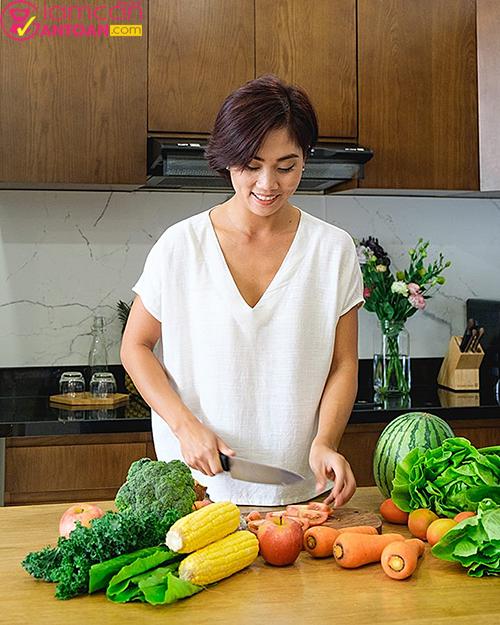 Cô có sở thích tự tay nấu ăn cho gia đình bằng các món ăn thuần Việt