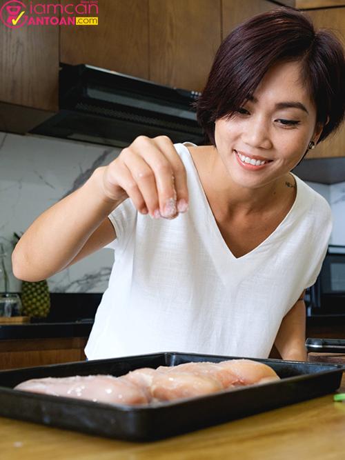 Thiên Kim kết hợp gia vị giữa Á và Âu trong chế độ Eat Clean