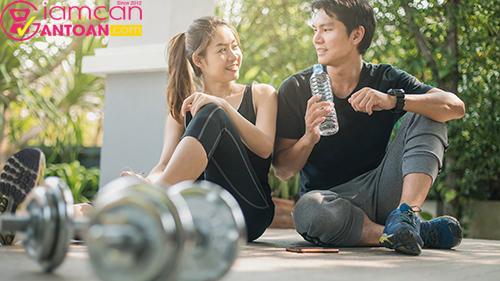 Nên uống sữa hoặc ăn nhẹ trước giờ luyện tập 30 phút.