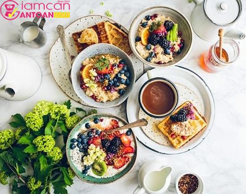 Cần phải ăn trưa đúng giờ tránh ăn trưa trễ