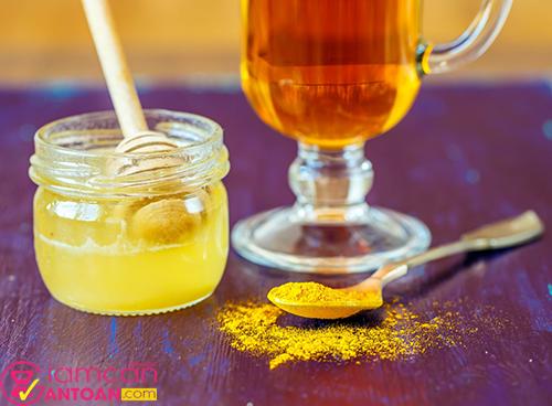 Tinh bột nghệ kết hợp với mật ong là phương thức giảm cân rất tốt