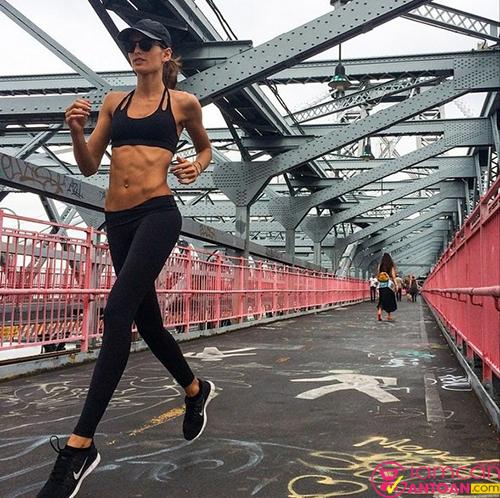 Chạy bộ cũng là hình thức vận động của siêu mẫu