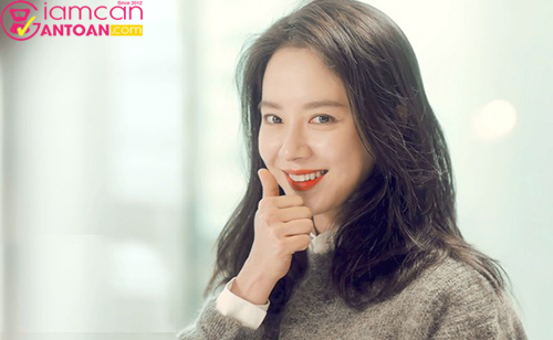 Song Ji Hyo được khán giả biết đến với vai trò là người chơi chính trong Running Man