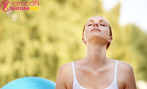 Sau khi sinh, do cơ thể còn yếu nên bạn không thể tập những động tác nặng hay quá phức tạp.