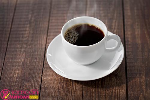 Để giảm cân tốt nhất nên uống cà phê nguyên chất hạn chế cho đường và sữa