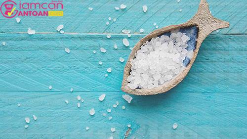 Muối có tính khử trùng tự nhiên nhờ vào thành phần natri và lưu huỳnh