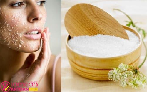 Da nhạy cảm thì nước muối có thể khiến da dễ nổi mụn