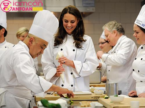 Cách công nương Anh Kate Middleton chia sẻ bí quyết giảm cân nhanh sau sinh4