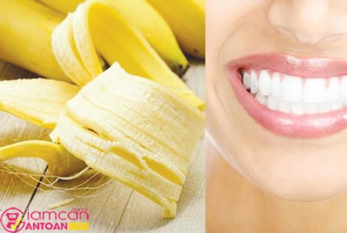Vỏ chuối giúp răng trắng sáng mịn màng