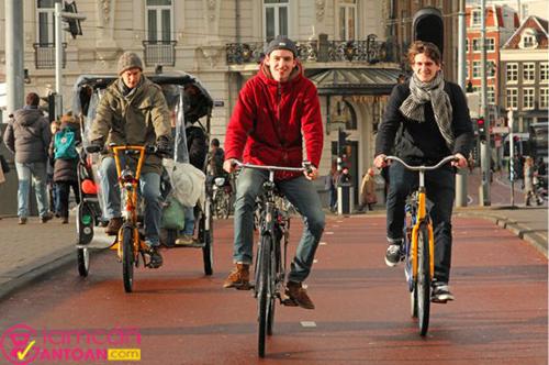 Người Hà Lan có thói quen đạp xe mỗi ngày