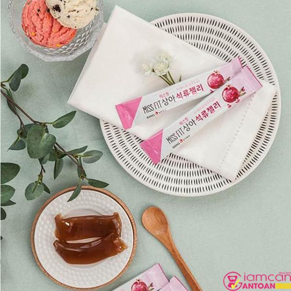 Thạch Lựu Collagen SangA Miss Fit chứa nhiều thành phần quan trọng