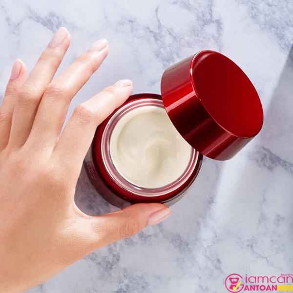 SK-II Skin Power Cream sẽ giúp làn da bạn chắc khỏe hơn, tăng cường khả năng tái tạo da một cách tự nhiên